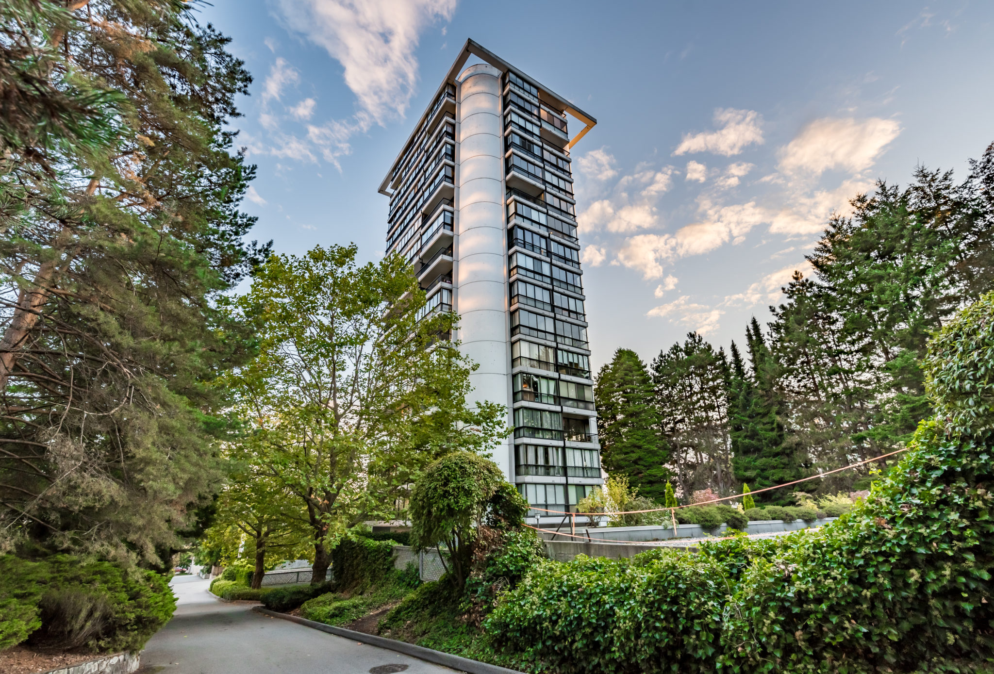 1004-650 16th Street, West Vancouver